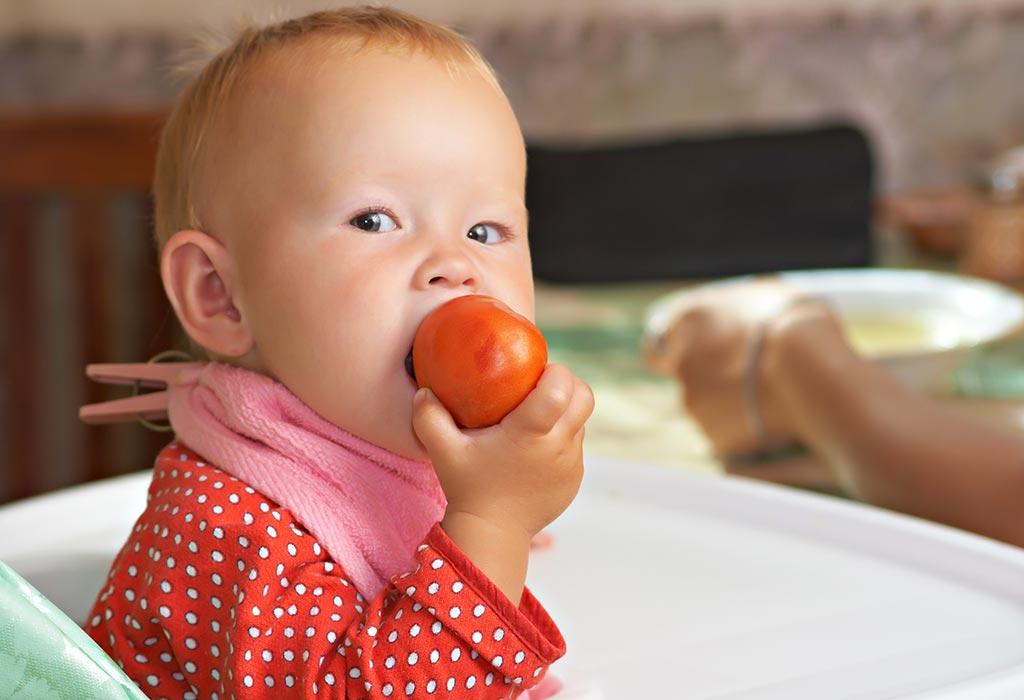 ребенок и помидор