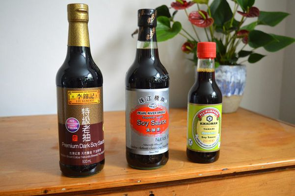 бутылки с соевым соусом