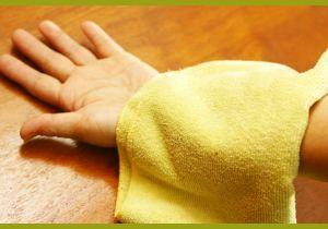 Полотенце на руке